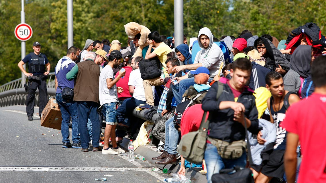 Migrants line up as they wait to cross the border from Austria to Germany near Freilassing, Germany September 17, 2015. (File photo: Reuters)