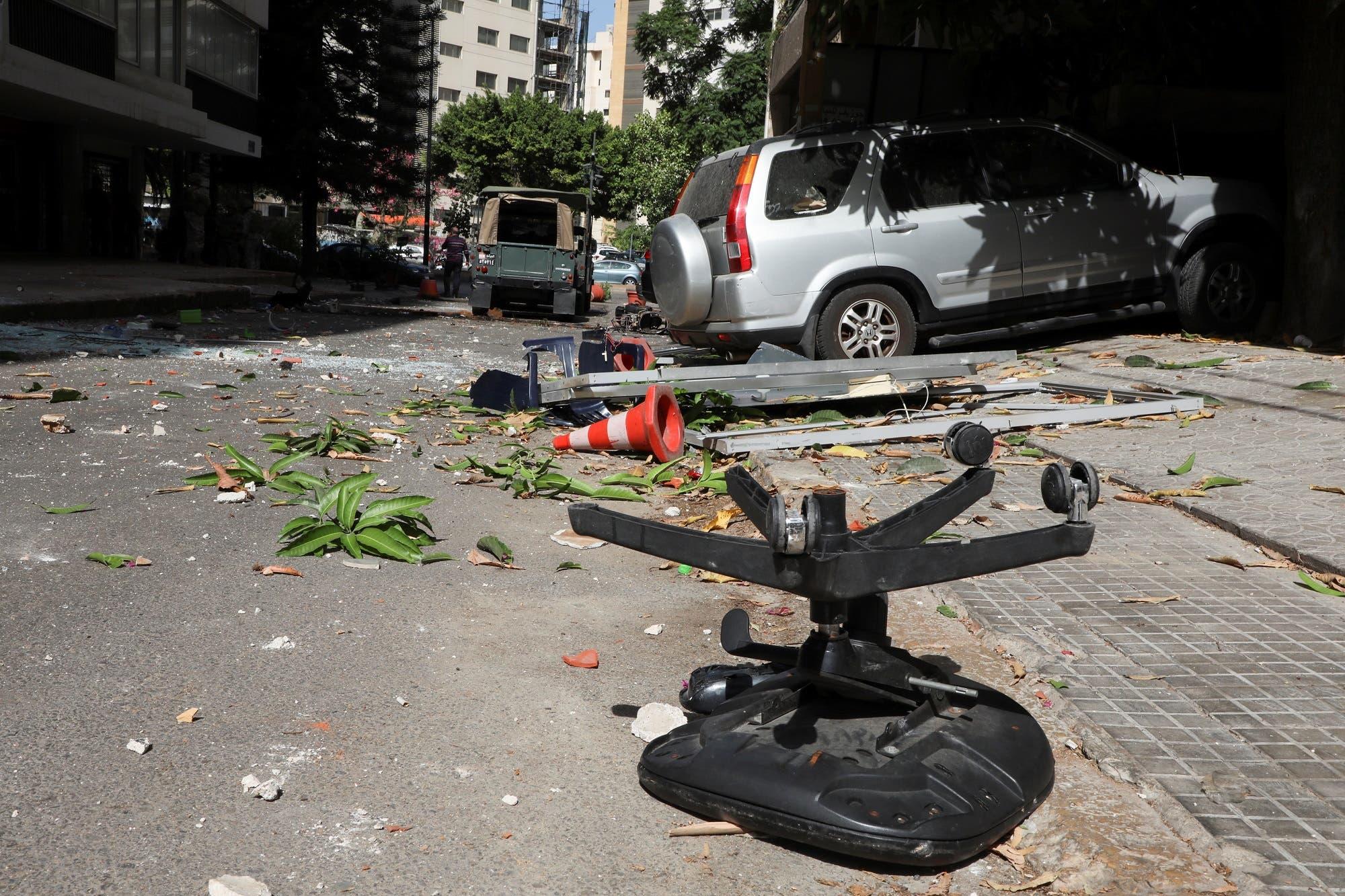 من موقع الاشتباكات في بيروت (رويترز)