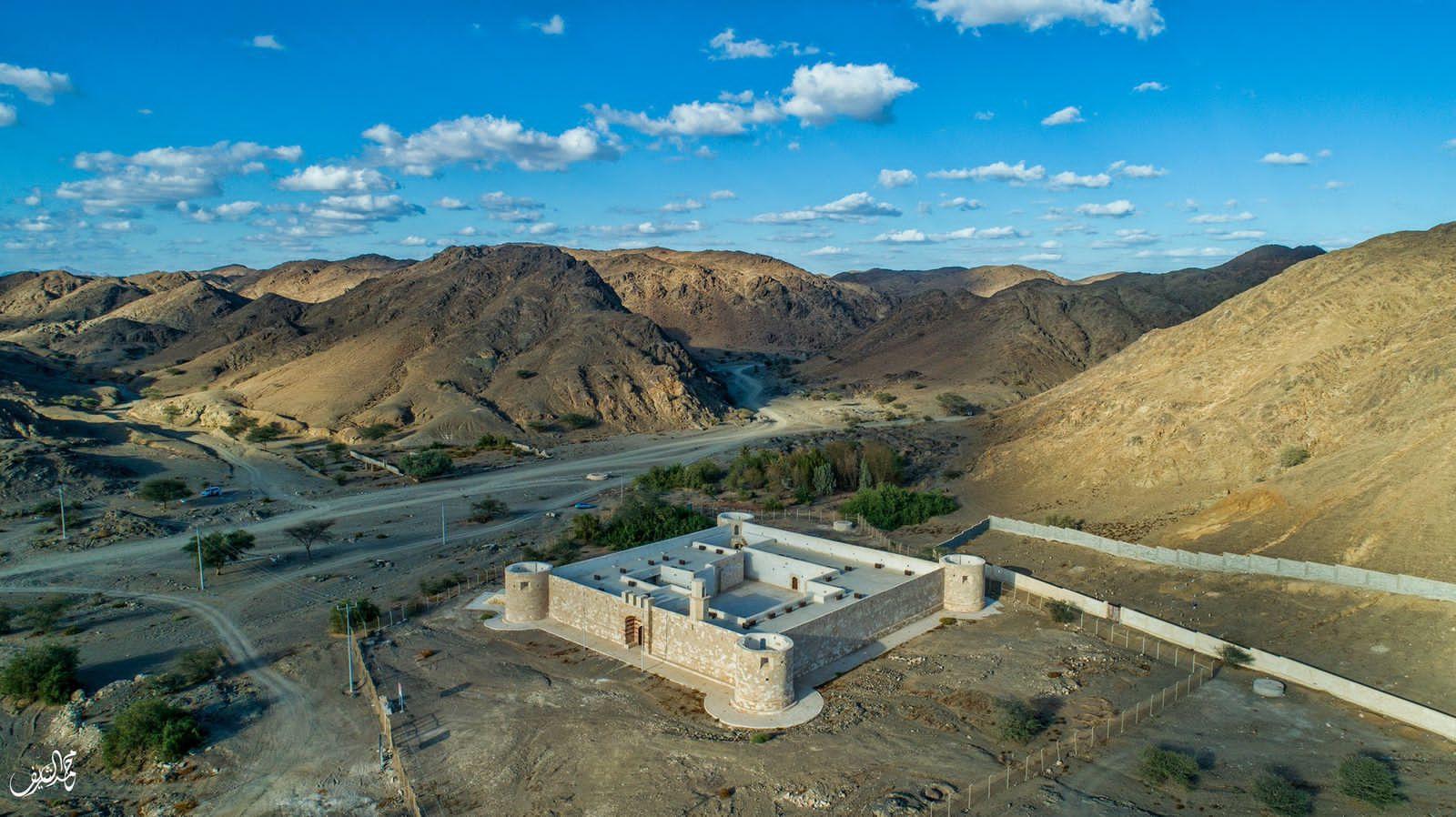 قلعة الزريب بين جبال محافظة الوجه