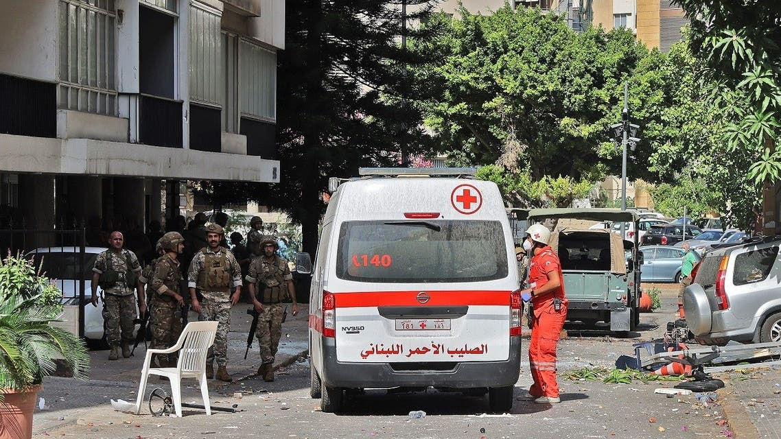 Lebanese Army soldiers and medics take a position in the area of Tayouneh, in the southern suburb of the capital Beirut on October 14, 2021, after clashes following a demonstration by supporters of Hezbollah and the Amal movement. (AFP)