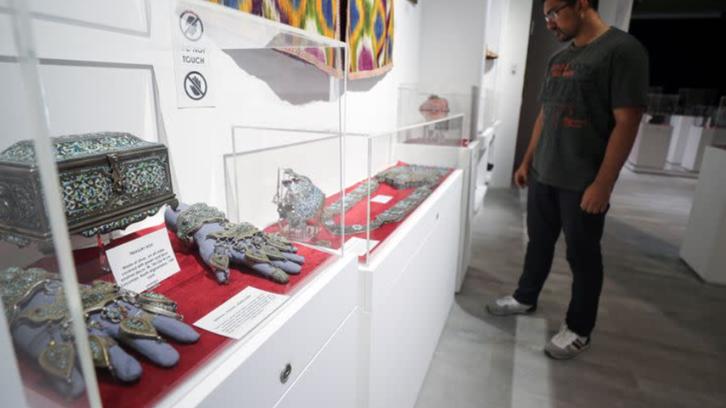 مهاجران افغان وطن جنگزده خود را در نمایشگاه بینالمللی دبی به نمایش گذاشتند