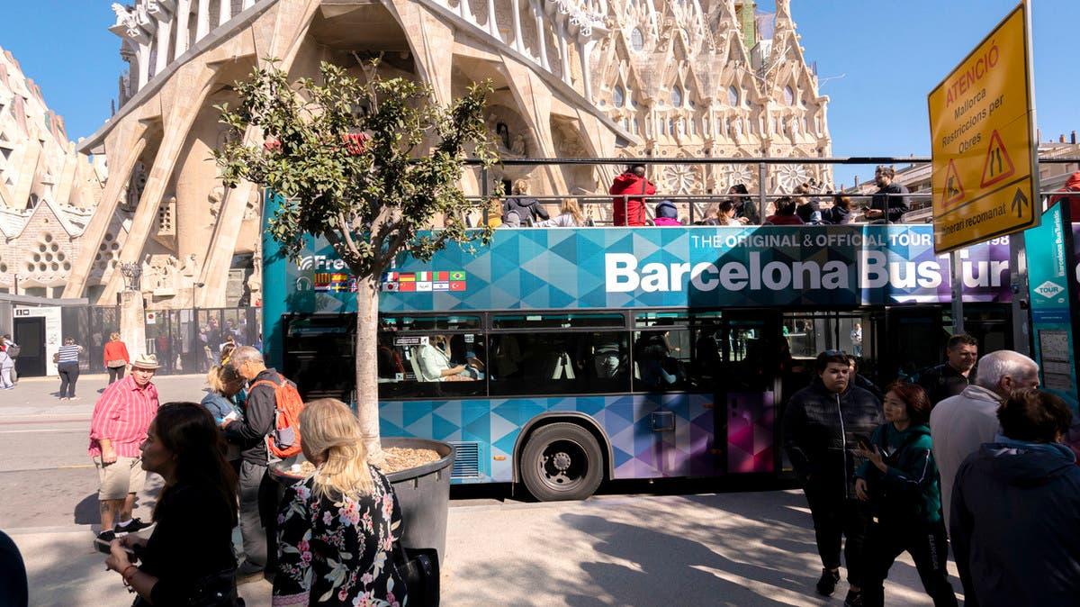 برشلونة تعقد آمالاً كبيرة على عودة السياحة الجماعية thumbnail