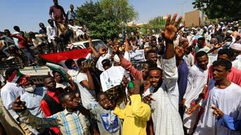 لليوم الثاني.. مئات السودانيين يعتصمون للمطالبة بسلطة عسكرية
