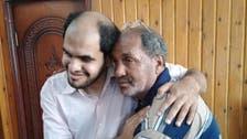 """أسرة مصرية تعثر على ابنها الكفيف التائه منذ 21 عاماً.. عبر """"فيسبوك"""""""