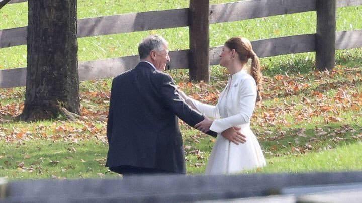 Jennifer und Bill Gates posieren für ein Fotoshooting auf ihrem Anwesen in Westchester in New York.  (Twittern)