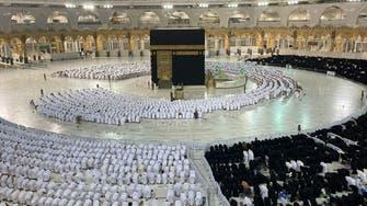 بعد تخفيف إجراءات كورونا.. شاهد صفوف المصلين بالمسجد الحرام