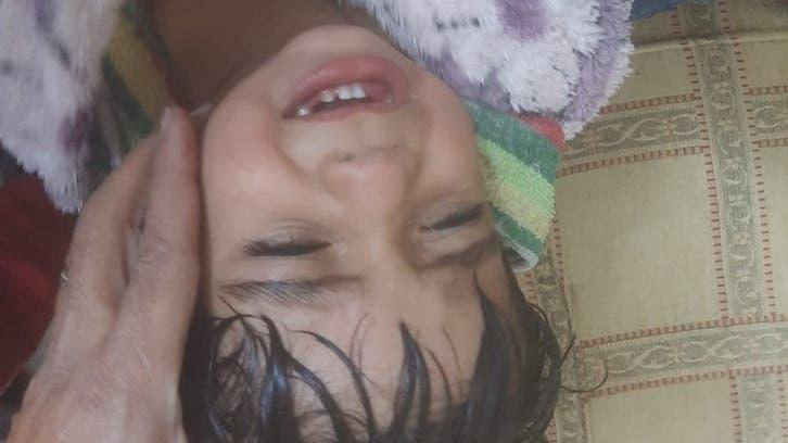 أنقذوه بأعجوبة.. شاهد عملية إخراج طفل سقط في بئر عميقة
