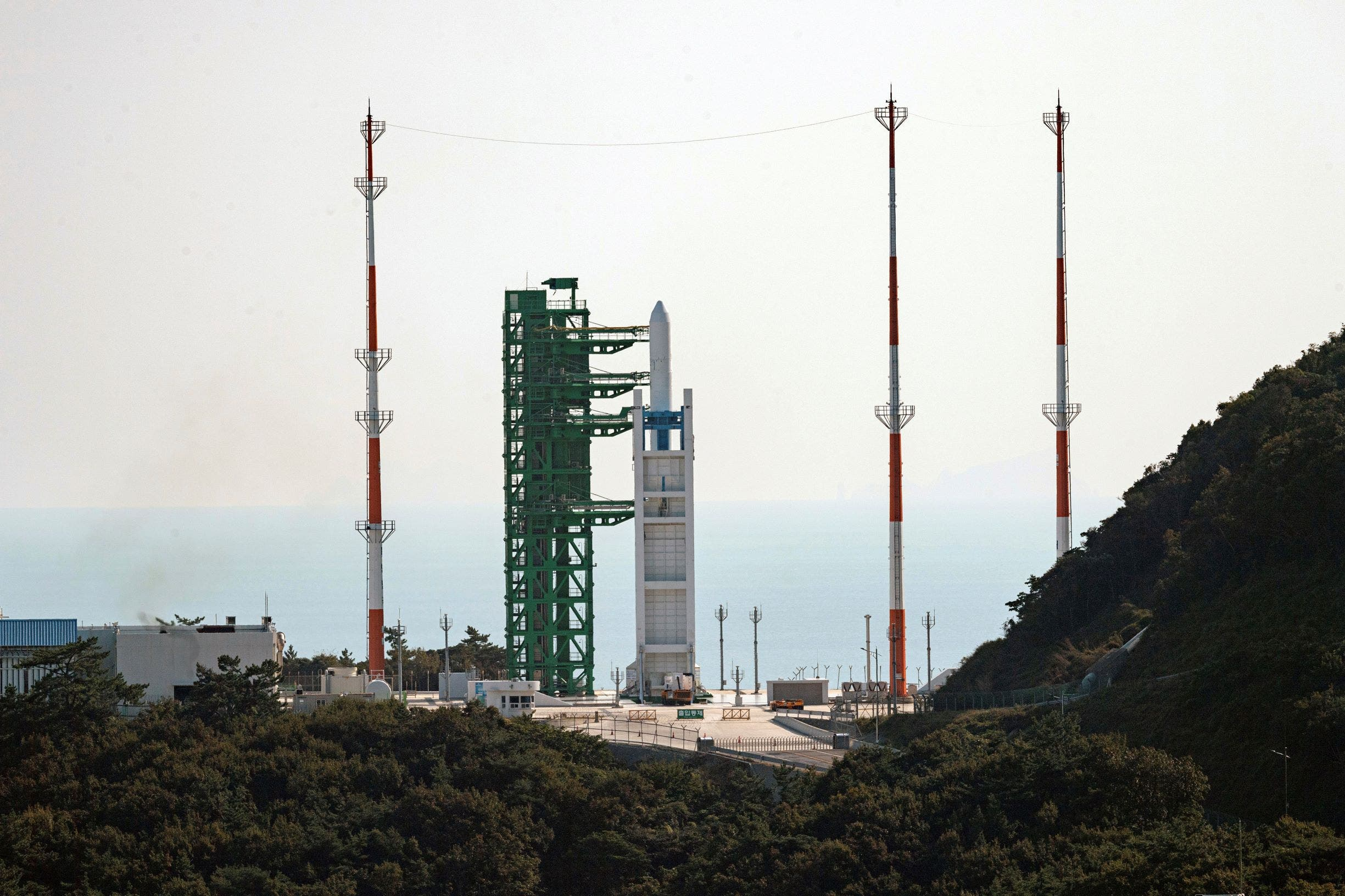 South Korea sends into space.. the first fully indigenously-made rocket