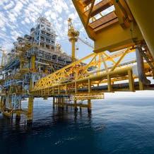 النفط يتراجع وسط انخفاض واسع النطاق في السلع الأساسية