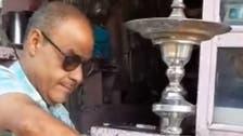 يدخن 30 حجرا يوميا.. مصري يسعى لدخول غينيس بأطول نرجيلة