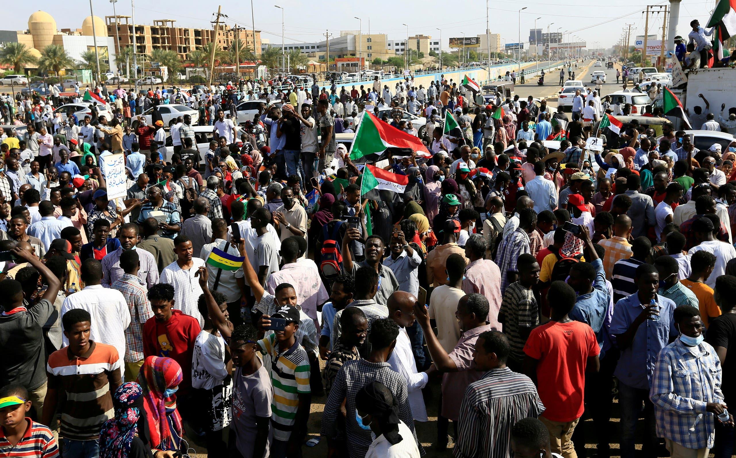 تظاهرة تأييد للحكومة في الخرطوم (23 أكتوبر 2021- رويترز)
