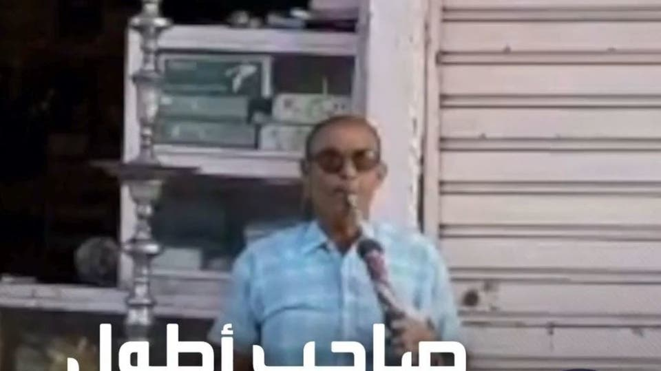 مصري يسعى لدخول غينيس بأطول نرجيلة