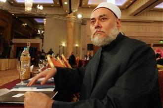 """مفتي مصر يدافع عن فتواه حول تبرّك الصحابة بـ """"بول"""" الرسول"""