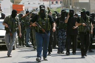 حماس تحكم استيلاءها على مقار السلطة بغزة وتخلي سبيل قيادات فتح