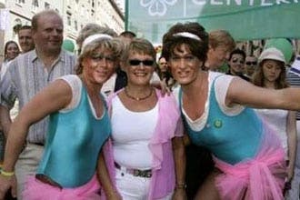 """الكنيسة """"اللوثرية"""" السويدية تشارك في مسيرة للشواذ جنسياً"""