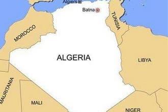 الرئيس الجزائري ينجو من تفجير انتحاري استهدف مستقبليه في باتنة