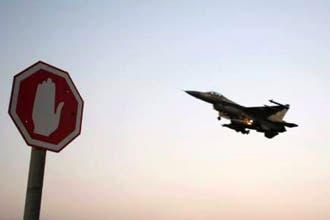 """سوريا تحتفظ بـ """"حق الردّ"""" بعدما قصف الطيران الاسرائيلي أراضيها"""