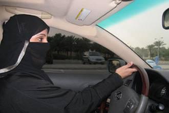 الفيصل يؤكد للتلفزيون البريطاني حق السعوديات في قيادة السيارات