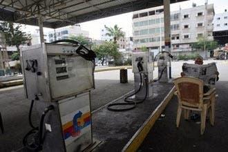 غزة:محطات الوقود تعلن إغلاقها..واسرائيل تخفض امدادات الكهرباء