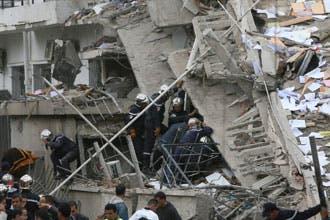 القاعدة تتبنى تفجيرات الجزائر.. وإدانات دولية تستنكر الهجمات