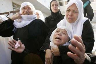 غزة تتشح بالسواد  وفياض يدين غارات إسرائيل ويطالب بإدارة المعابر