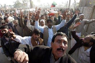 الجدل يشتعل حول أسباب وفاة بوتو.. وباكستان ترفض تحقيقا دوليا