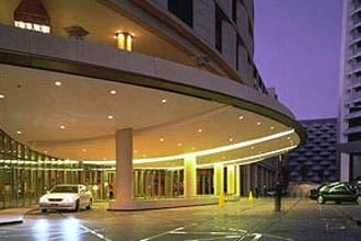 السعودية تسمح للسيدات بالإقامة في الفنادق بدون محرم