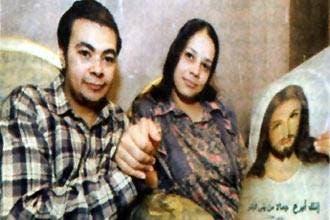 والد مصري يهدد بقتل ابنه الذي اعتنق المسيحية إذا لم يرجع عن قراره