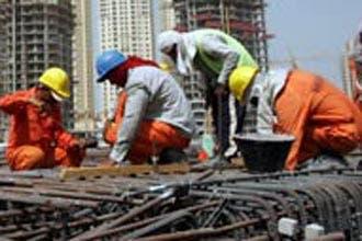 """سعوديون يطالبون بطرد العمالة """"البنغالية"""" ويصفونها بـ""""النمل الأسود"""""""
