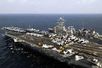 سفينة متعاقدة مع الجيش الأمريكي تطلق النار باتجاه زوارق إيرانية