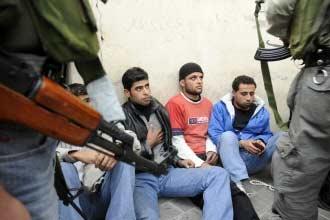 المعارضة تعلن استمرار حصار العاصمة اللبنانية حتى إيجاد حل للأزمة