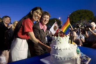 دادگاه عالی کالیفرنیا ازدواج همجنسگرایان را قانونی کرد