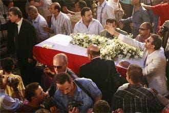 الحكومة المصرية والمعارضة تشاركان عشرات الممثلين في جنازة شاهين
