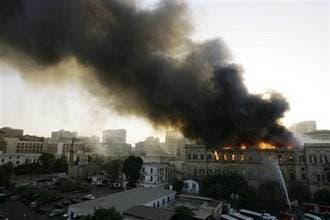 ساختمان پارلمان مصر طعمه حریق شد