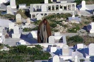Tunisian convert refused Muslim burial