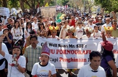 Indonesians rally against anti- porn bill