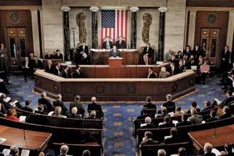 جورج بوش يوقع قانون خطة الإنقاذ المالي بعد أن أقرها الكونغرس