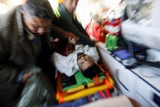 جرحى غزة يعبرون إلى مصر والمساعدات تبدأ بدخول القطاع