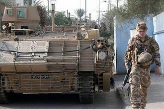 العراق يوقع اتفاقيتين تنظمان وجود القوات البريطانية والأسترالية