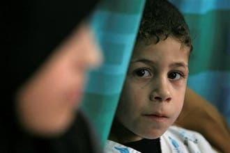 أمهات فلسطينيات يطلبن منع بث صور الجثث والأشلاء في الفضائيات