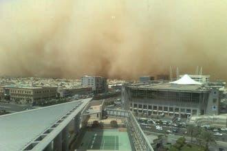 انعدام الرؤية واستنفار بمطارات السعودية والمشافي بسبب عاصفة رملية