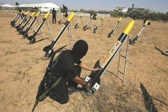 """حماس تتبرأ من صواريخ """"التوقيت الخاطئ"""" على إسرائيل"""