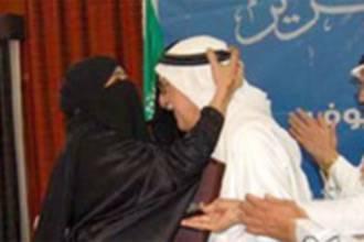 Saudi intellectual criticized for a fatherly kiss