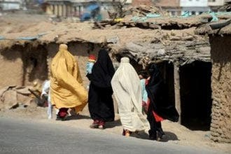 Pakistan sets hearing for girl's public flogging