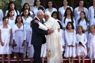 """البابا يدين """"معاداة السامية"""" ويؤكد دعمه لإقامة الدولة الفلسطينية"""