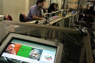 """أنصار موسوي يستخدمون مواقع إلكترونية لـ""""خرق حظر السلطات"""""""