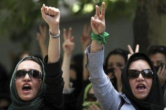 Iran frees 140 vote protesters, bans mourning