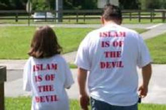 US students under fire for anti-Islam shirts
