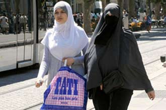 French Muslims want freedom to wear burka