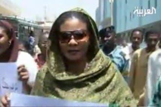 """سجن الصحافية السودانية لبنى الحسين لرفضها دفع """"غرامة البنطال"""""""